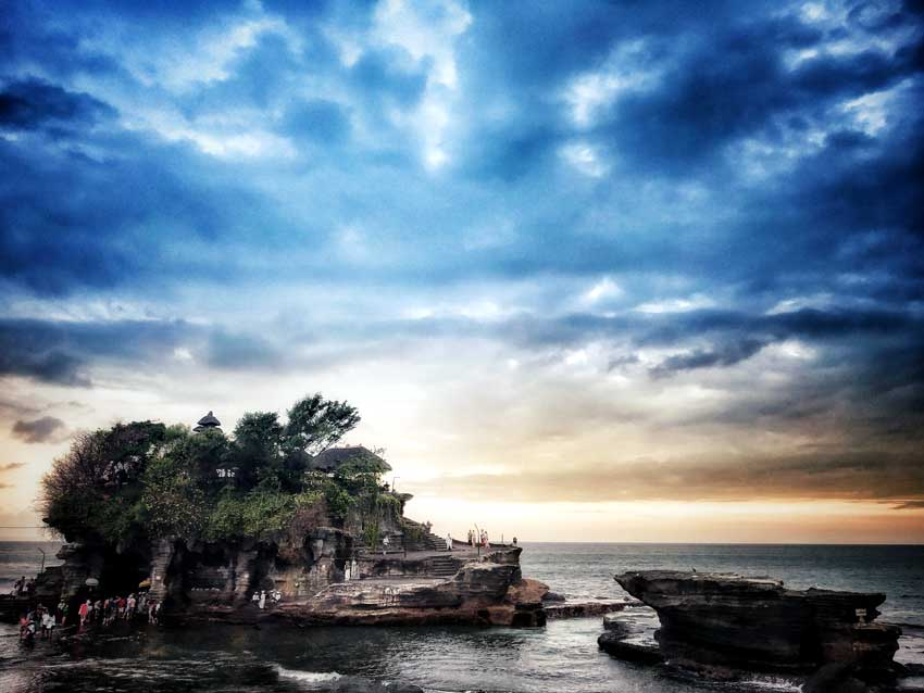 pura tanah lot Top 10 temples in Bali laid back traveller laidbacktraveller.com