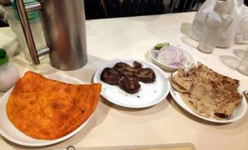 Lucknow Food Trail tunday kababi kabab kababs aminabad laid back traveller