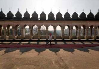 laid back traveller bara imambara bhool bhulaiya lucknow