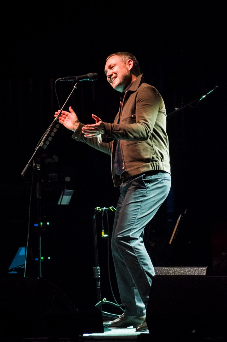 David Gray entertaining the crowd at the Peabody Opera House. Photo by Ryan Ledesma.