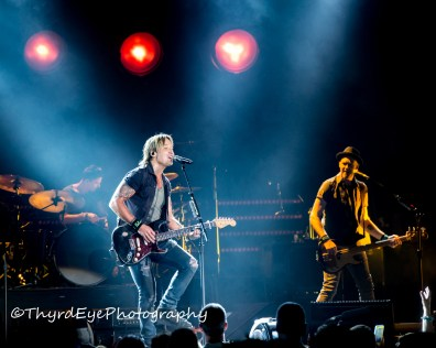Keith Urban performing in Saint Louis. Photo by Sean Derrick/Thyrd Eye Photography.