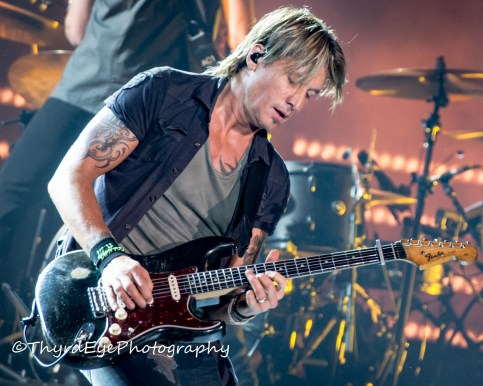 Keith Urban performing in Saint Louis. Photo by Sean Derrick/Thyrd Eye Photography.