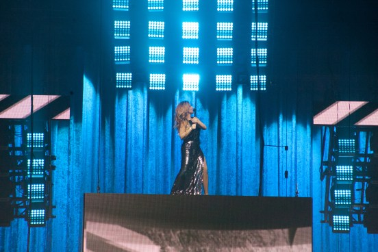 Shania Twain performing in Saint Louis. Photo by Jen Cunningham.