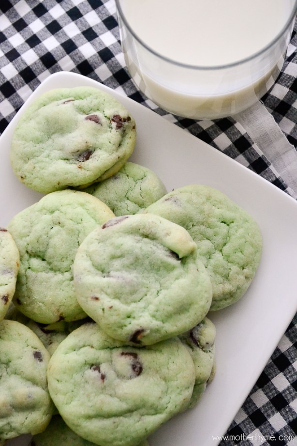 Mint Chocolate Chip Cookies | www.motherthyme.com