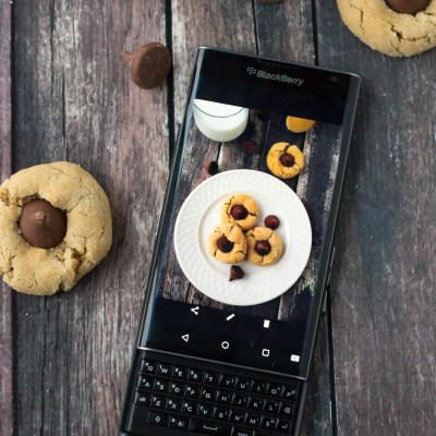 Keeping It All Together With The Blackberry Priv + Cookies!