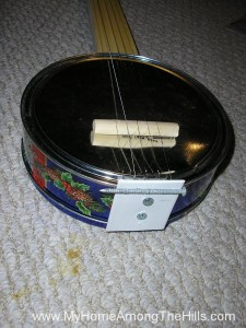 My homemade cookie tin banjo!
