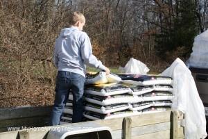 unloading pellets