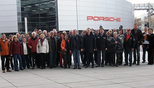 Volksbank Kunden besuchen Porsche Museum
