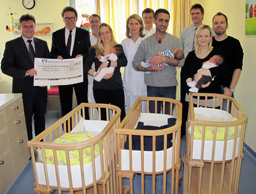 Volksbank spendet Babybetten
