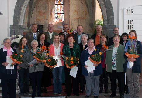 Kirchenchor ehrt Mitglieder