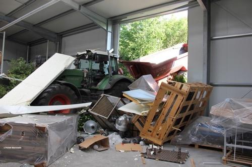Pol ma sinsheim traktor macht sich selbstaendig und verursacht schaden in hoehe von 100 000 euro
