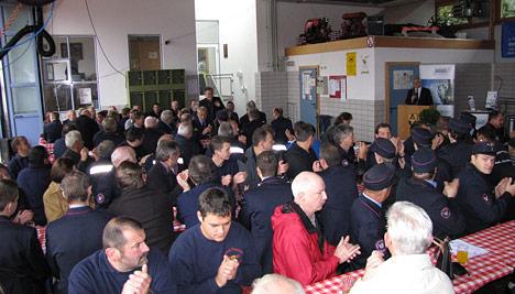 wpid-468-1Feuerwehrkameraden-befoerdert-und-geehrt-2011-08-16-21-07.jpg