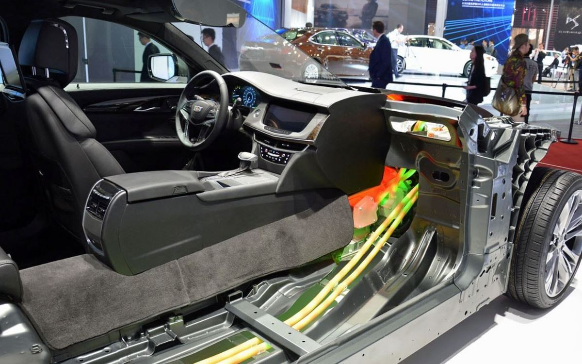 2016 Cadillac CT6 Plugin cut away cables Shanghai