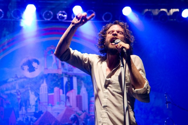 MGH-Bonnaroo-2013-Father-John-Misty-6-900x600