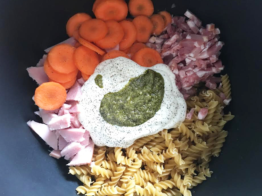 OnepotPasta au jambon, crême fraiche, carotte et pesto