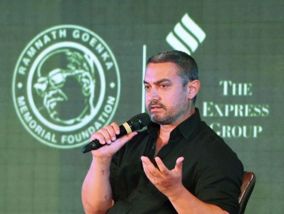 "New Delhi: Aamir Khan spricht anlässlich der Verleihung des ""Ramnath Goenka Awards for Excellence in Journalism 2015"""