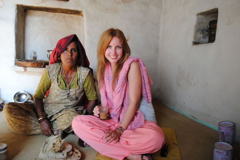 How to dress in India? tips for women dressing in India