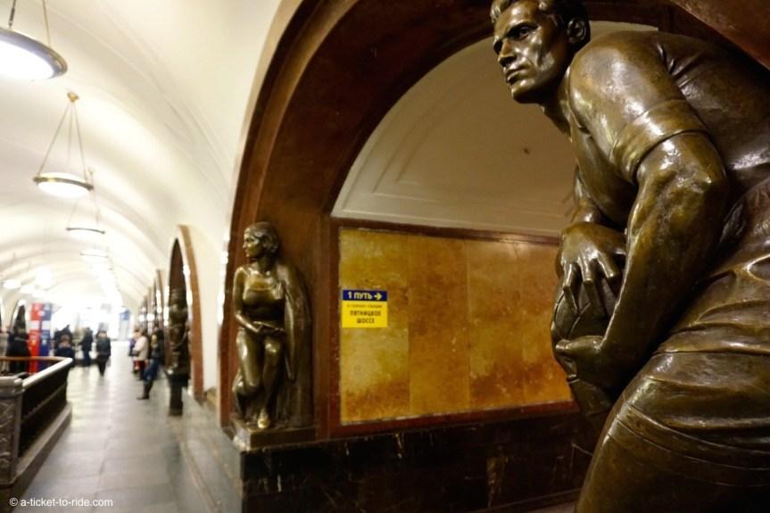 Moscou, statues du métro