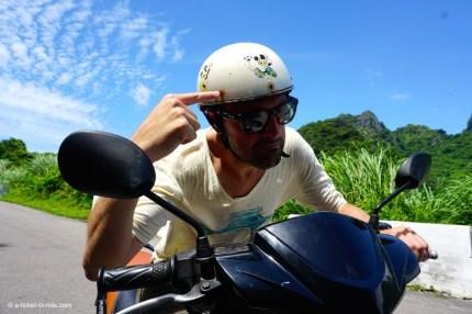 Vietnam, Cat Ba Island, scooter et casque Mickey