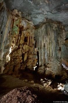 Vietnam, baie d'Halong, grotte d'Hang Tieng ong