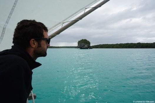 Nouvelle-Calédonie, Île des Pins, en pirogue