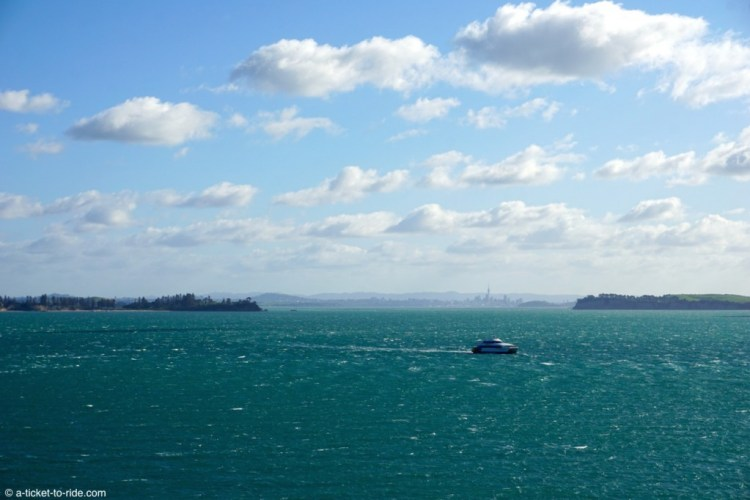 Nouvelle-Zélande, Waiheke island, vue d'Auckland