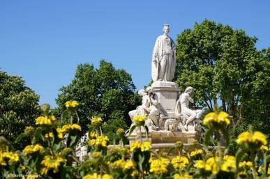 Nimes-fontaine-esplanade