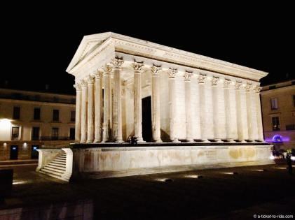 Nîmes, Maison Carrée de nuit