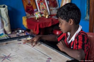 Inde, Munnar, partie de carrom