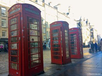 Ecosse, Édimbourg, cabines téléphoniques sur Royal's mile