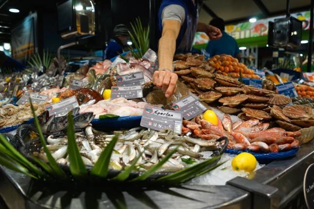 Toulouse, marché Victor-Hugo, poissonnier