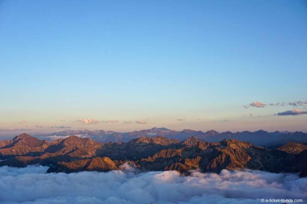 Hautes-Pyrénées, Pic du Midi, vue Pyrénées