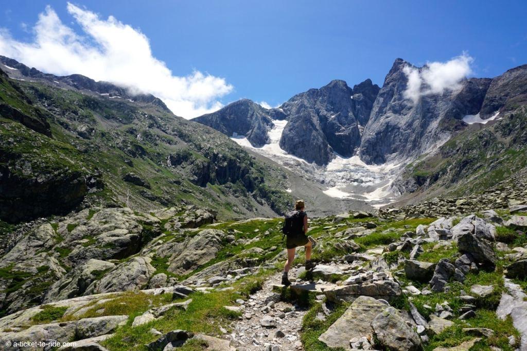 Hautes-Pyrénées, Lac de Gaube, face au Vignemale