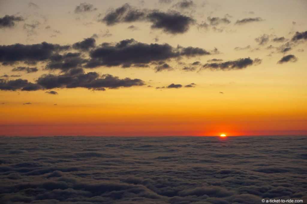 Coucher de soleil, mer de nuages