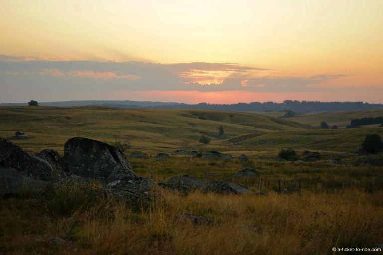 Aubrac, coucher de soleil depuis les Rajas
