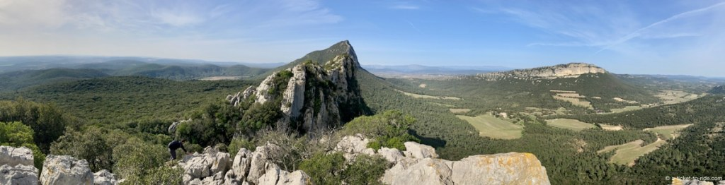 Panorama sur le Pic Saint-Loup et l'Hortus
