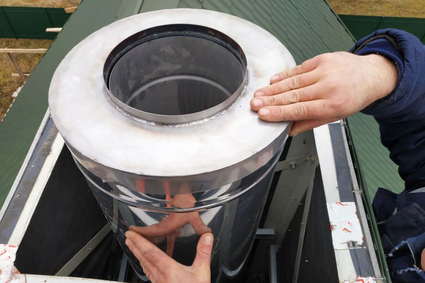 Aluminum ventilation chimneys, the master installs on the roof of the house