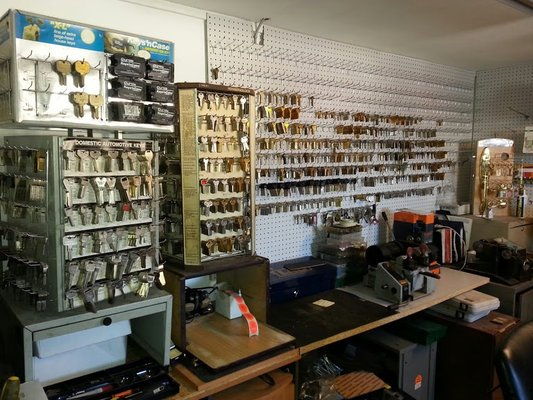 a1 locksmith shop