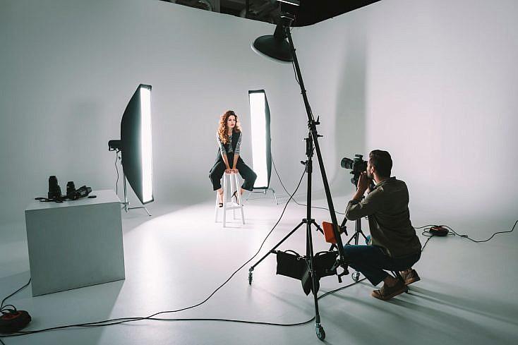 fotografo-profesional-pro-estudio-modelo-iluminacion-734x489