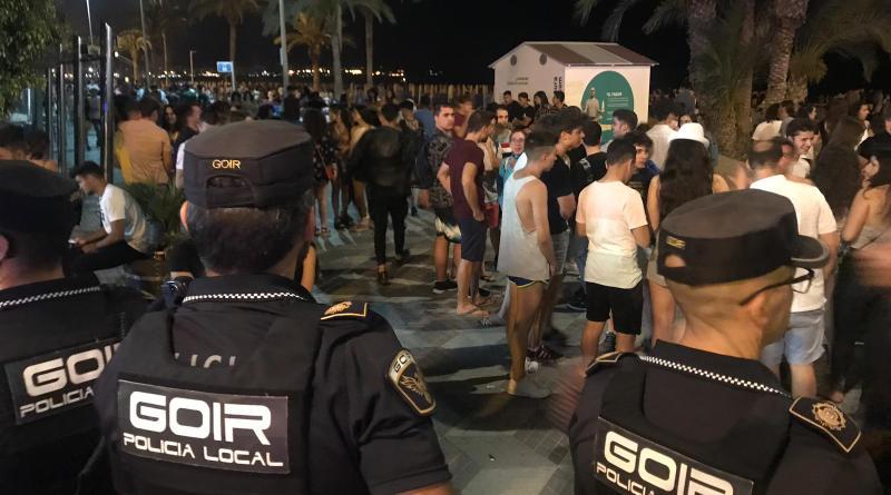 Más de 30.000 personas celebran la noche de San Juan en las playas de Alicante con 23 asistencias sanitarias realizadas por Protección Civil y Cruz y con el control de la Policía Local