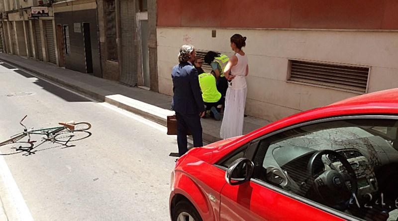 Accidente entre una Ciclista y un Turismo en el Centro Urbano de Elche
