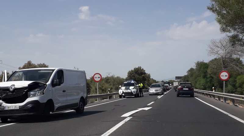 Accidente y largas Retenciones en la Nacional 332 entre El Altet y Gran Alacant