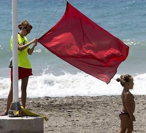 Un hobre de 49 años ha fallecido esta tarde en la playa de El Altet, en Elche