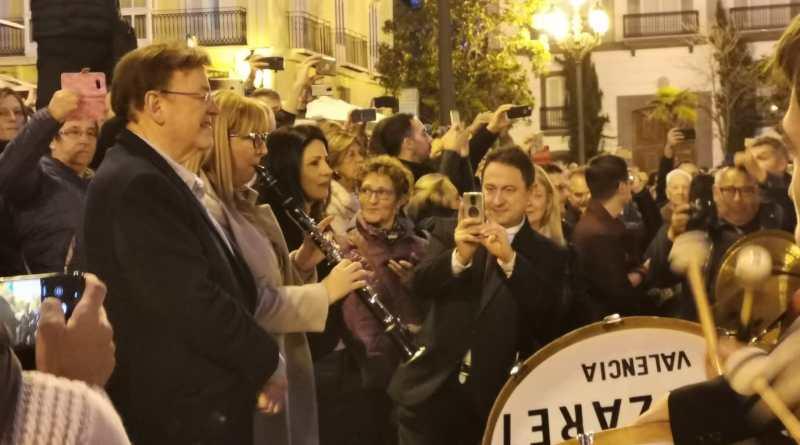 Ximo Puig asiste a la interpretación de pasodobles por parte de más de 500 músicos y músicas en el encuentro 'Gran Paquito'