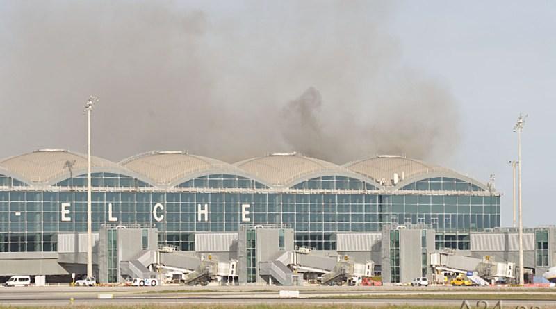 El aeropuerto de El Altet, Alicante-Elche recobra parcialmente la normalidad tras el incendio de una cubierta de la terminal