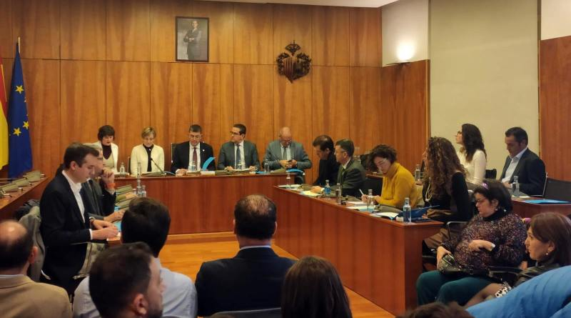 El Ayuntamiento de Orihuela acoge la Constitución de la Comisión de estudio de les Corts Valencianes sobre los efectos de la DANA