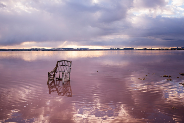 Atardecer en la laguna rosa de Torrevieja