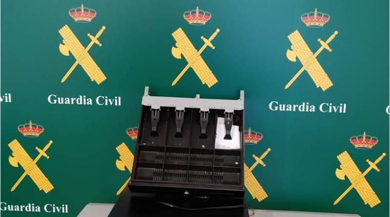 Detienen a tres hombres por robo con fuerza en un bar en Torrevieja