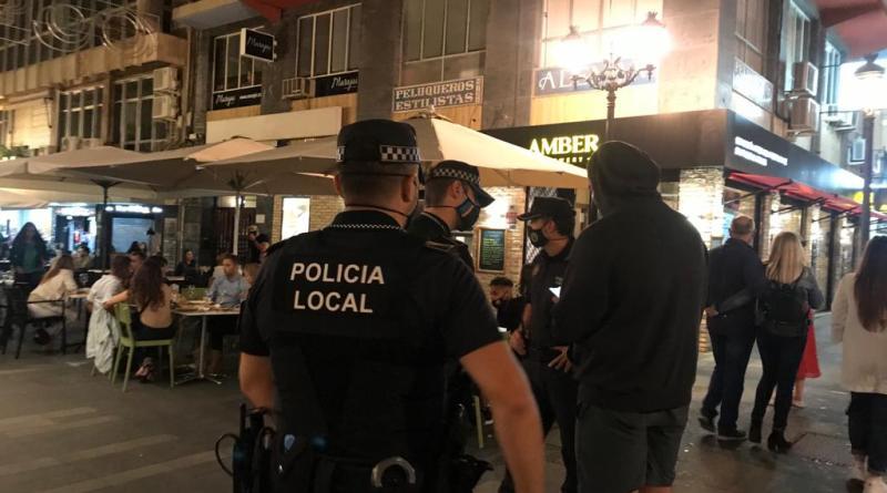 La Policía Local de Elche detiene a un hombre por agredir a su pareja y a los agentes que acudieron en su auxilio