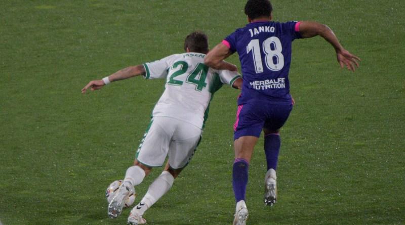 Elche c.f. empató a uno frente al Real Valladolid debido al gol de Olaza en el minuto 85 (1-1)